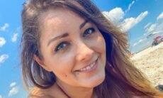 Nana Gouvêa encanta seguidores fotos de biquíni na praia