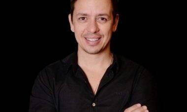 Ricardo Bartet: conheça o dentista especializado em lentes de contato dental que faz sucesso nas redes sociais
