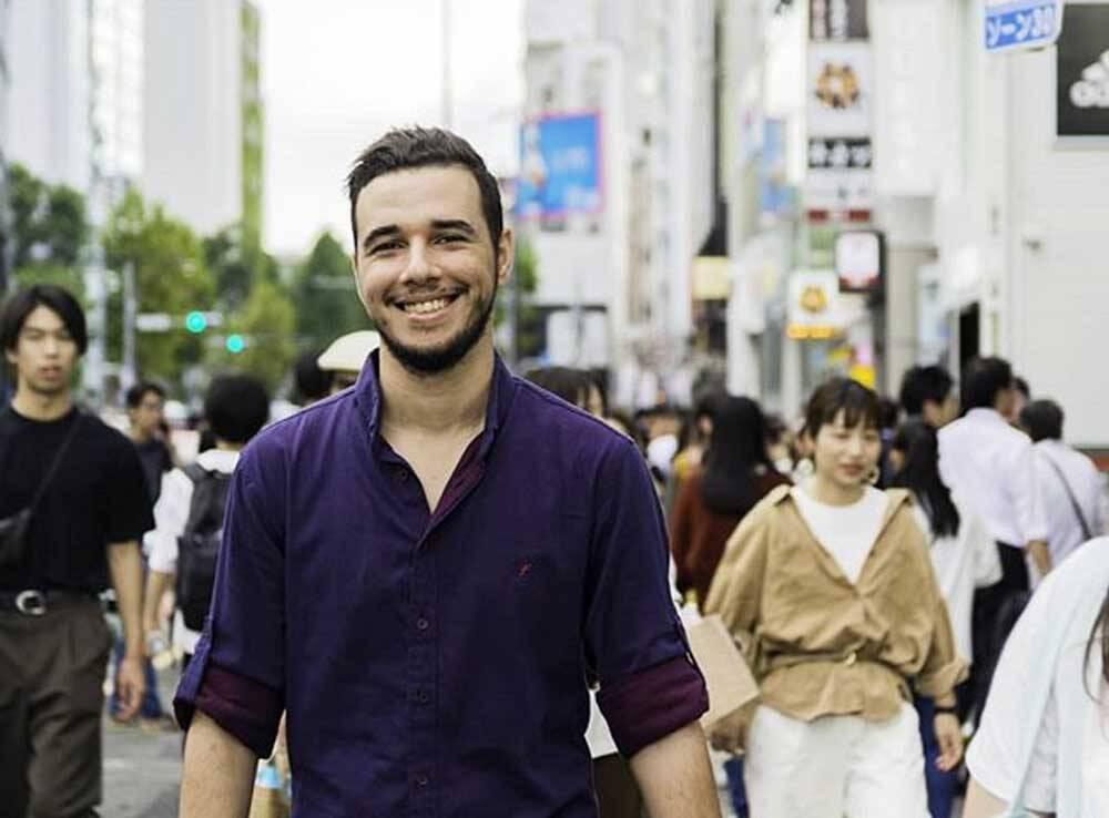 Conheça Abdelkader Bachr: jovem influenciador especialista em marketing que está fazendo sucesso nas redes sociais