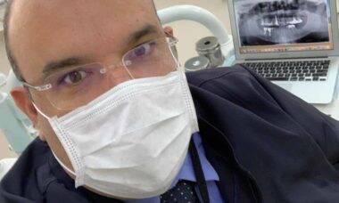 Influenciador e especialista João Marcos Mattos explica a relação entre aparelhos ortodônticos e a dor orofacial . Foto: Divulgação