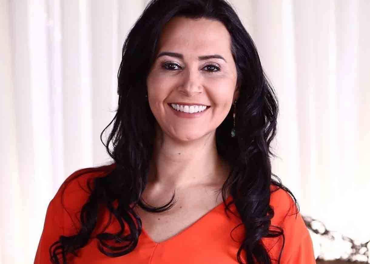 Influente entre as mulheres, Angela Sirino se torna destaque nas redes sociais