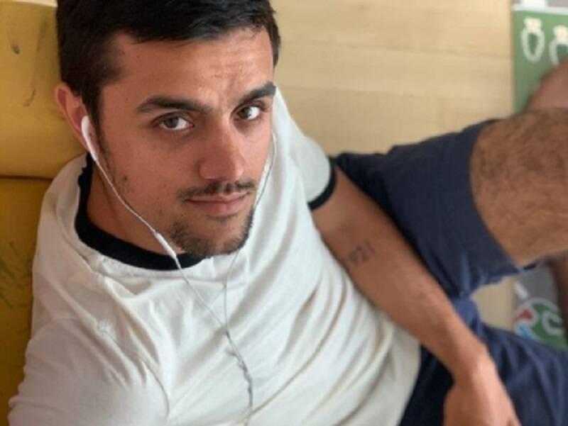 Felipe Simas posta foto com o filho caçula