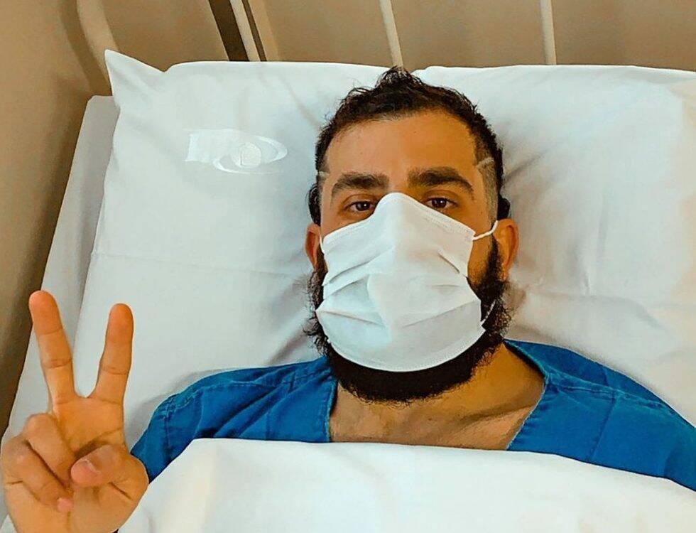Kaysar Dadour tranquiliza fãs após cirurgia