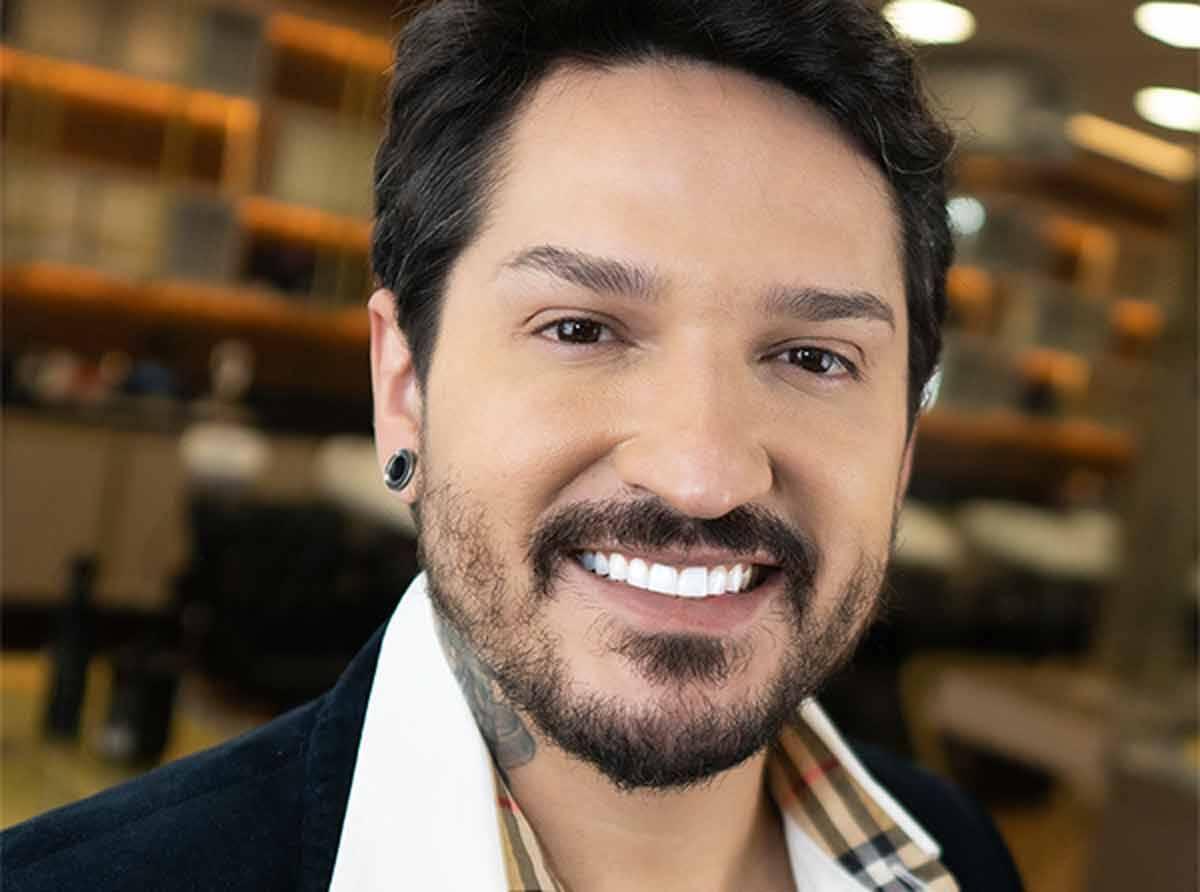 Conheça Robson Souza: influenciador é um dos cabeleireiros mais requisitado pelas celebridades brasileiras. Foto: Divulgação