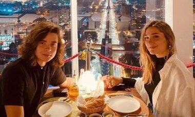 Sasha Meneghel e o namorado, João Figueiredo, curtem jantar romântico com vista privilegiada de São Paulo