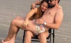 Sertanejos Maiara e Fernando reatam namoro e postam foto divertida na praia