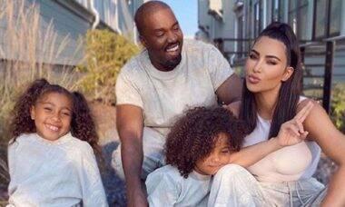 """Kim Kardashian fala sobre experiência """"assustadora"""" de sua família com o COVID-19"""