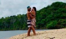 Thaila Ayala caí na dança com Renato Góes durante viagem na Bahia