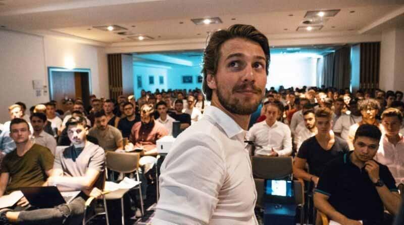 Especialista de marketing e influenciador Felix Alfen ajuda pessoas a mudarem de vida. Foto: Divulgação