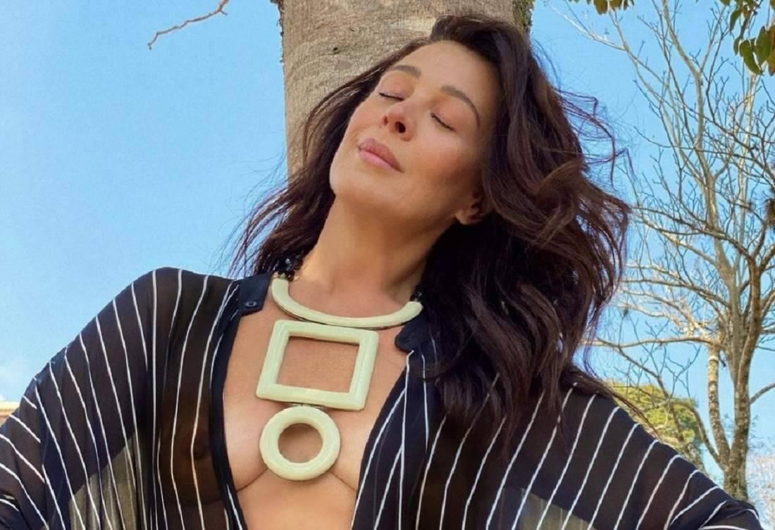 Claudia Raia recebe elogios de famosas após postar foto com look transparente