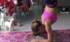 Grazi Massafera surpreende fãs ao praticar yoga ao lado de uma árvore de Natal
