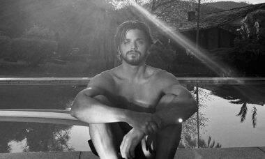 """Rodrigo Simas sobre masculinidade tóxica: """"nós homens precisamos falar dos nossos sentimentos"""""""
