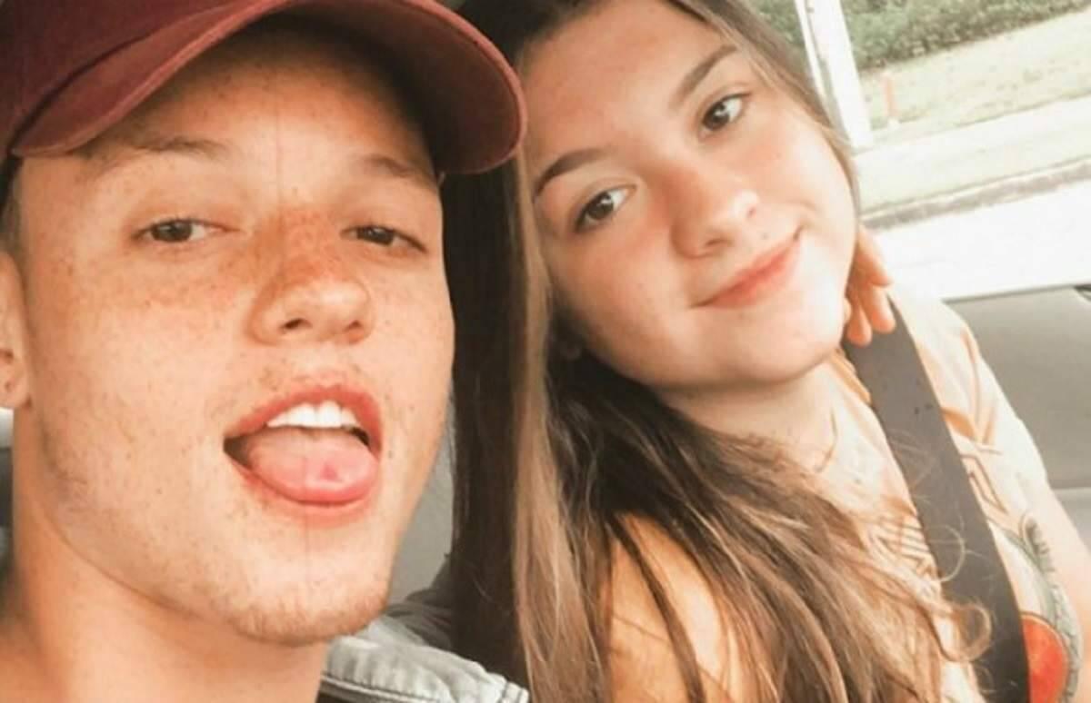 Sofia Liberato reposta foto com a namorado e assume o romance nas redes sociais