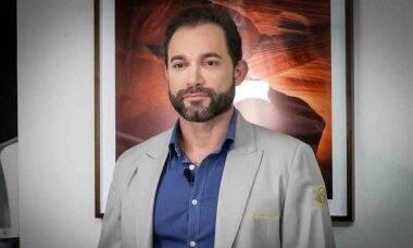Conheça Adriano Rafael: cirurgião dentista especialista em lente de contato dental que é referência em todo país. Foto: Divulgação