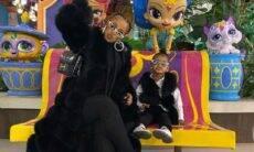 Cardi B exibe look luxuoso combinando com a filha, Kulture, de 2 anos