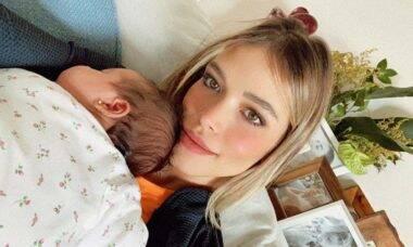 Carol Dias desabafa sobre o julgamento nas redes sociais com a filha no colo