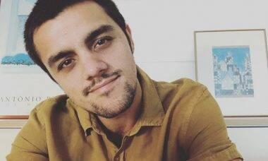 Felipe Simas ajuda menino autista em crise e recebe agradecimento da mãe