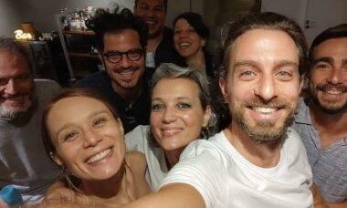 Mariana Ximenes e Victor Collor são vistos juntos em confraternização