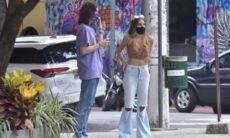 """Luccas Jagger é flagrado em encontro e questiona: """"Existe paparazzi ainda?"""""""