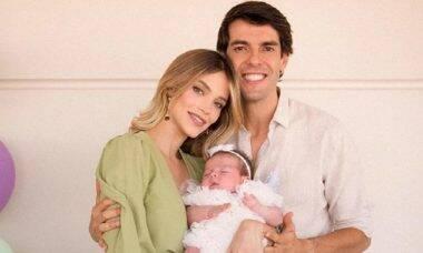 Carol Dias e Kaká celebram o primeiro mês de vida da filha, Esther
