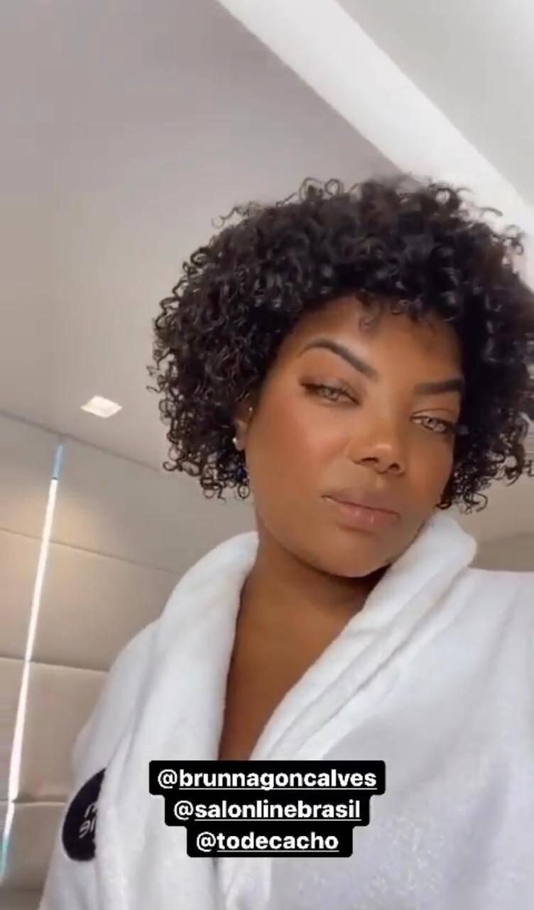 Ludmilla publica vídeo com cachos naturais após transição capilar