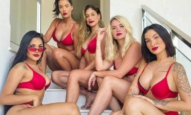 Ex-BBB's Boca Rosa, Flay, Marcela, Ivy e Mari combinam os biquínis para marcar o reencontro
