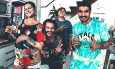 Caio Castro posa com os amigos e fãs apontam possível término com Grazi Massafera