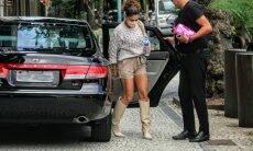 Juliana Paes é vista no Rio combinando bolsa de R$ 20 mil com short e botas