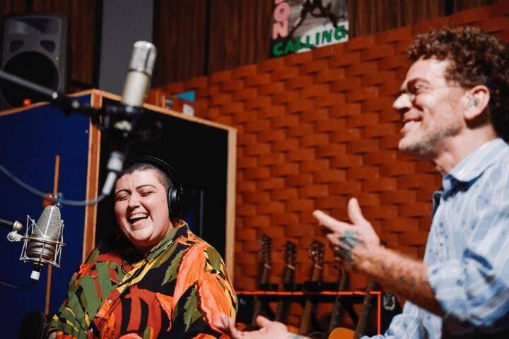 """Em parceria com Ana Vilela, Nando Reis grava """"Laços"""", nova canção dedicada aos profissionais da saúde"""
