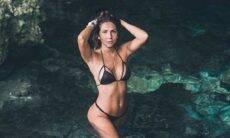 Carol Portaluppi mostra a pele bronzeada e exibe marquinha de biquíni. (Foto: Reprodução/Instagram)