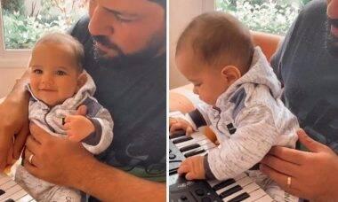 """Sorocaba aparece """"tocando"""" teclado com o filho, Theo"""