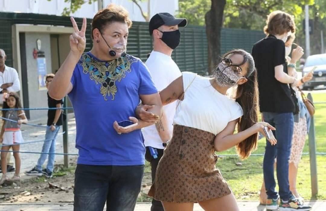 Anitta vai votar com look avaliado em mais de R$26 mil ao lado de David Brazil