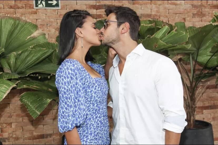 Jakelyne Oliveira e Mariano fazem festa para celebrar os 3 meses de namoro