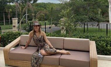 Eterna 'Garota de Ipanema', Helô Pinheiro posa de biquíni e ganha elogios
