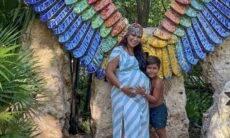 Simone posa com o filho e exibe barrigão de 5 meses de gravidez