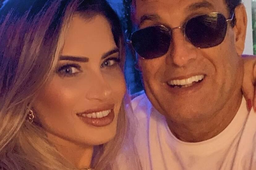 """Sérgio Mallandro posta clique com a namorada e fãs brincam: """"Pegadinha"""""""