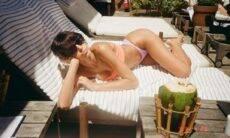 """Bruna Marquezine exibe novo look com franja e brinca: """"eu tava insuportável"""""""