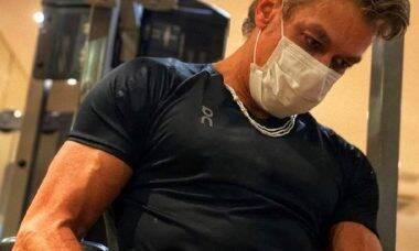 """Fabio Assunção impressiona os fãs com os músculos e porte físico: """"gigante"""""""