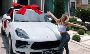 Lexa ganha Porsche avaliado em R$ 340 mil de natal e ostenta na web. Foto: Reprodução Instagram
