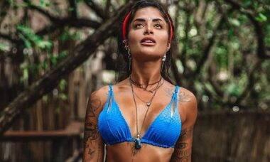 """No México Aline Riscado exibe curvas em foto de biquíni e filosofa: """"que sejamos luz"""""""