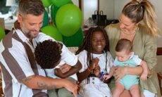 Giovanna Ewbank e Bruno Gagliasso celebram cinco meses do filho caçula Zyan