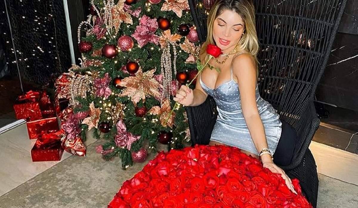 Gkay ganha buquê com 500 rosas avaliado em mais de R$ 3 mil do Youtuber Rezende