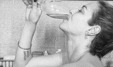 """Luana Piovani posa de topless em banheira com namorado: """"dono do meu coração"""""""