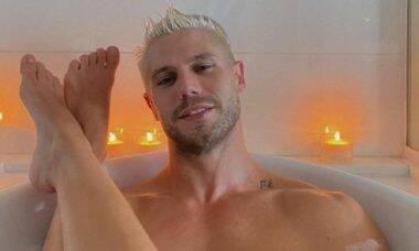 Ex-BBB Mari Gonzalez faz clique na banheira para celebrar 5 anos com Jonas Sulzbach