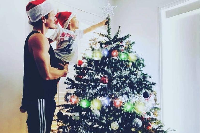 Ryan Dorsey, ex-marido de Naya Rivera, publica foto de Natal com o filho