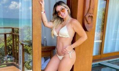 De biquíni, Virginia Fonseca mostra barriga de 3 meses de gravidez