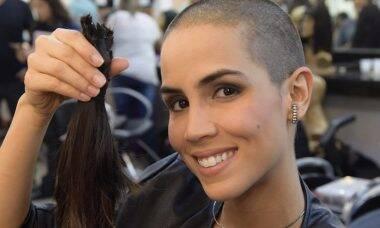 Pérola Faria raspa o cabelo novamente para personagem de novela