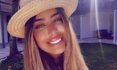 Rafaella Santos publica selfie iluminada no Caribe