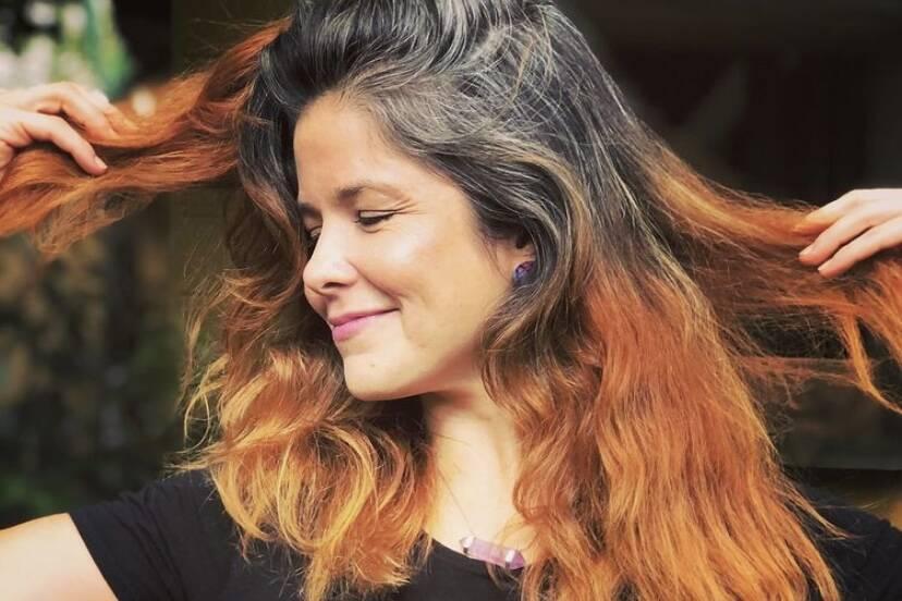 Samara Felippo fala sobre a transição para os cabelos grisalhos