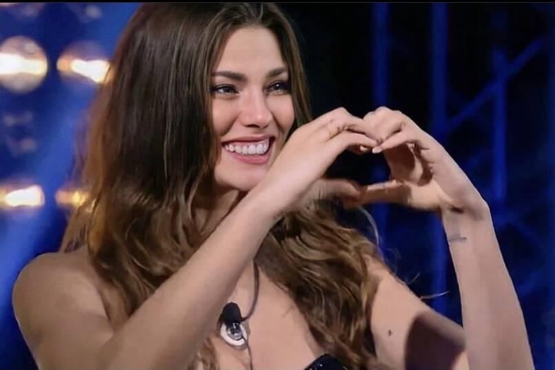 Modelo brasileira Dayane Mello é finalista do Big Brother Itália
